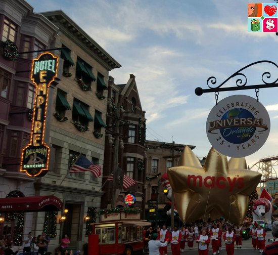 Holidays at Universal Orlando - Macy's Parade