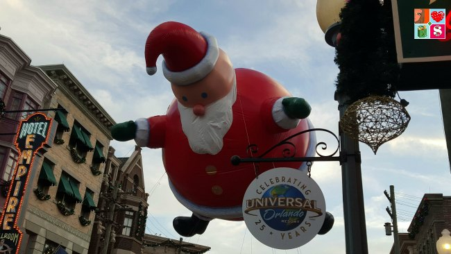 Holidays at Universal Orlando - Santa Float