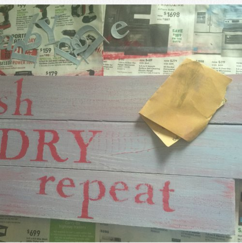 Easy DIY Laundry Room Sign