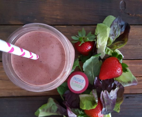 Beet Strawberry Green Smoothie