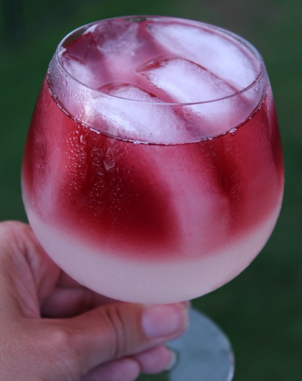 Call Me A Cab Vodka Lemonade Wine Cocktail - Food Wine Sunshine
