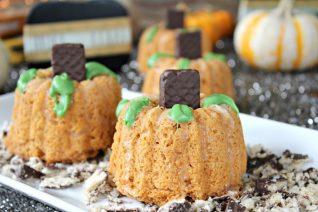 Light Mini Pumpkin Bundt Cakes