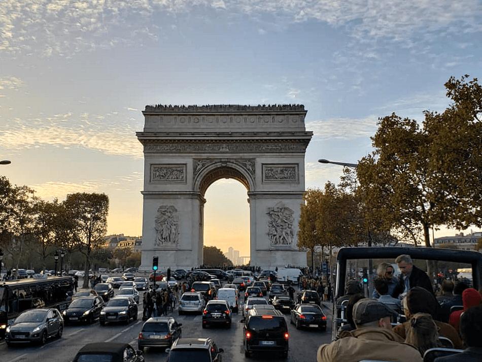 Where is the Arc de Triumphe in Paris