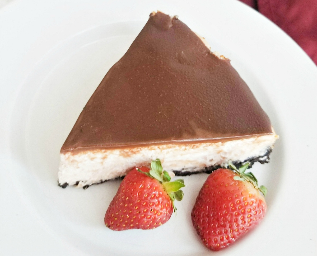 Tasty Strawberry Cheesecake with Chocolate Ganache