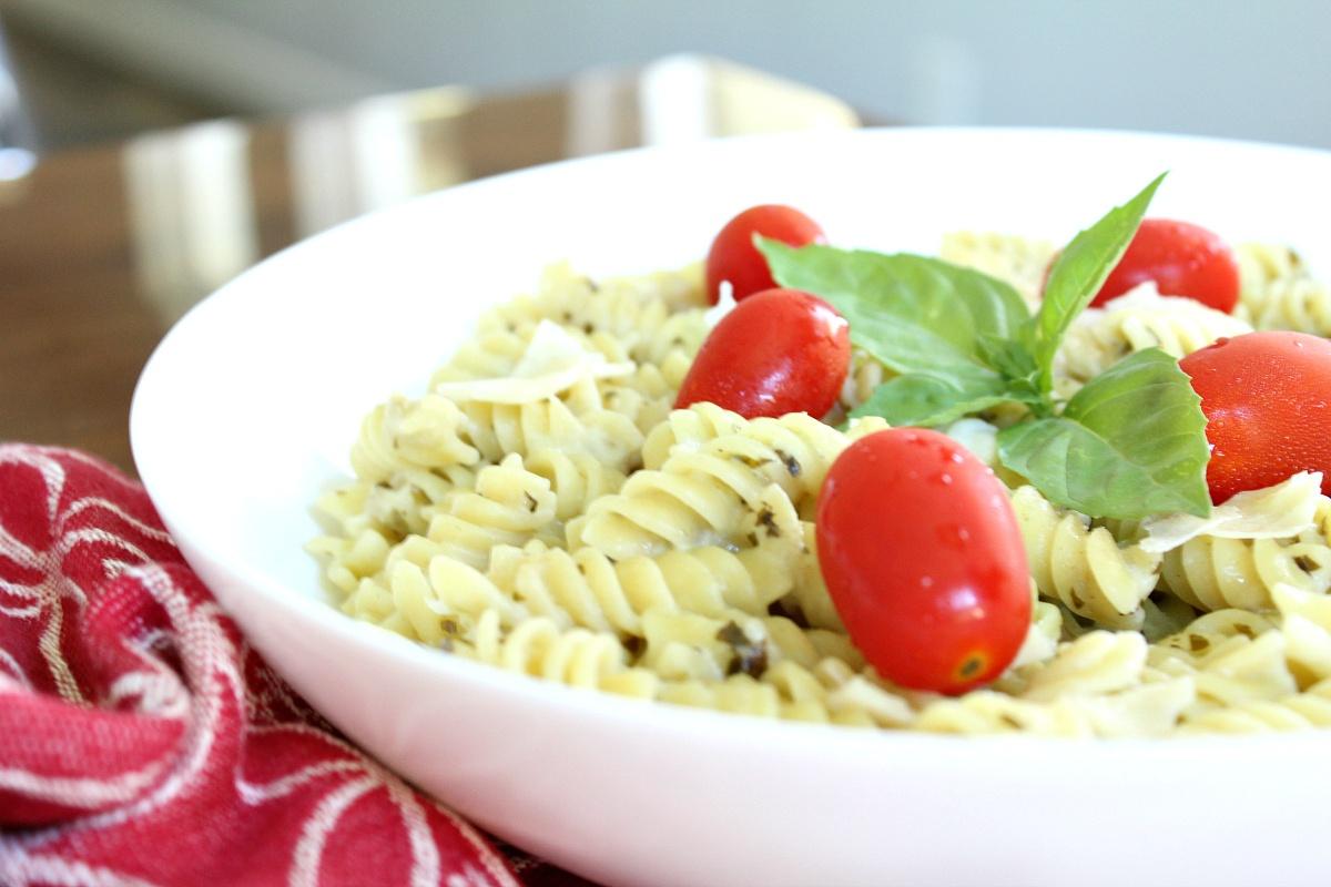Easy Pesto Alfredo Pasta