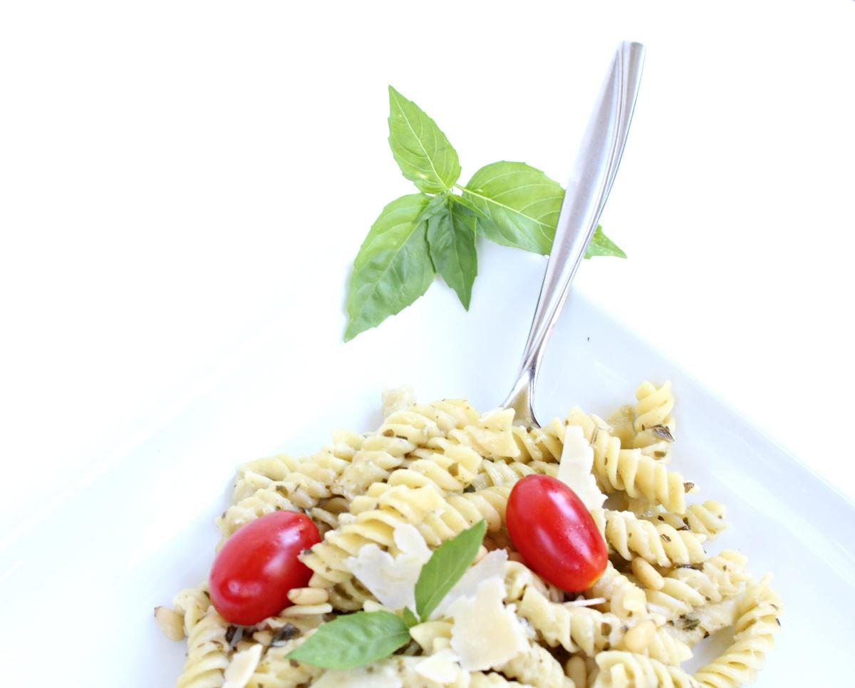 Skinny Pesto Alfredo Pasta