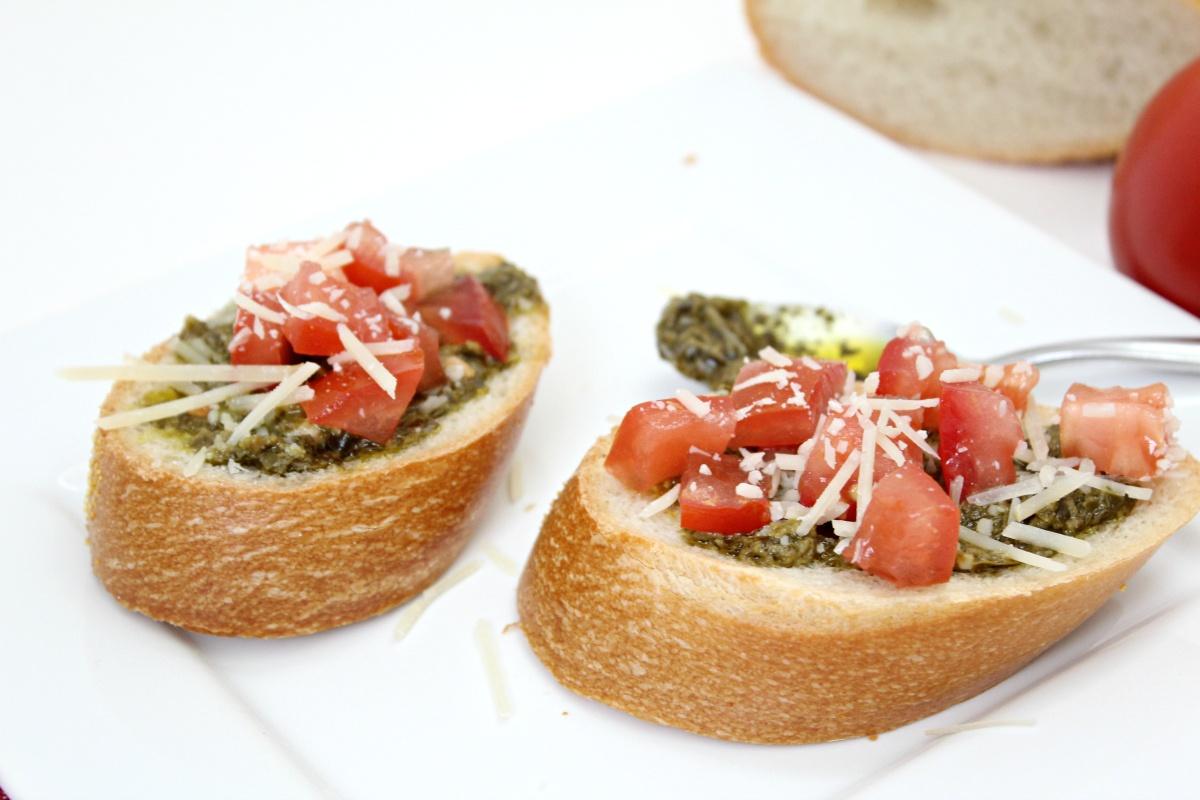 Easy Pesto Bruschetta