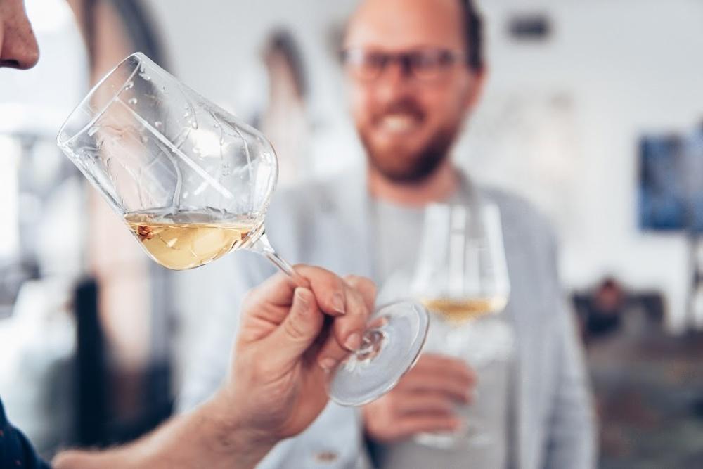 How To Taste Wine - Wine Basics