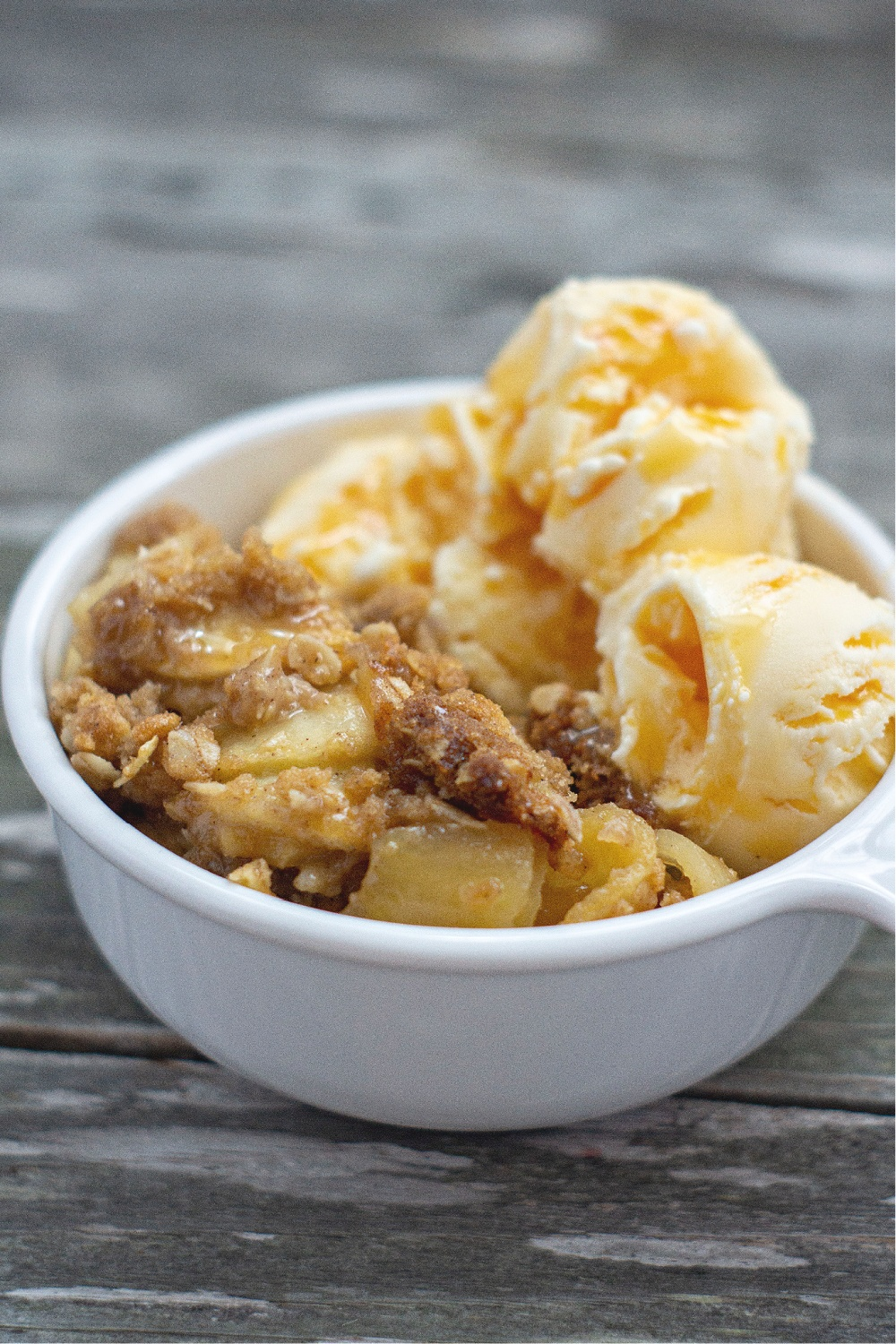 Old Fashioned Apple Crisp with Oats