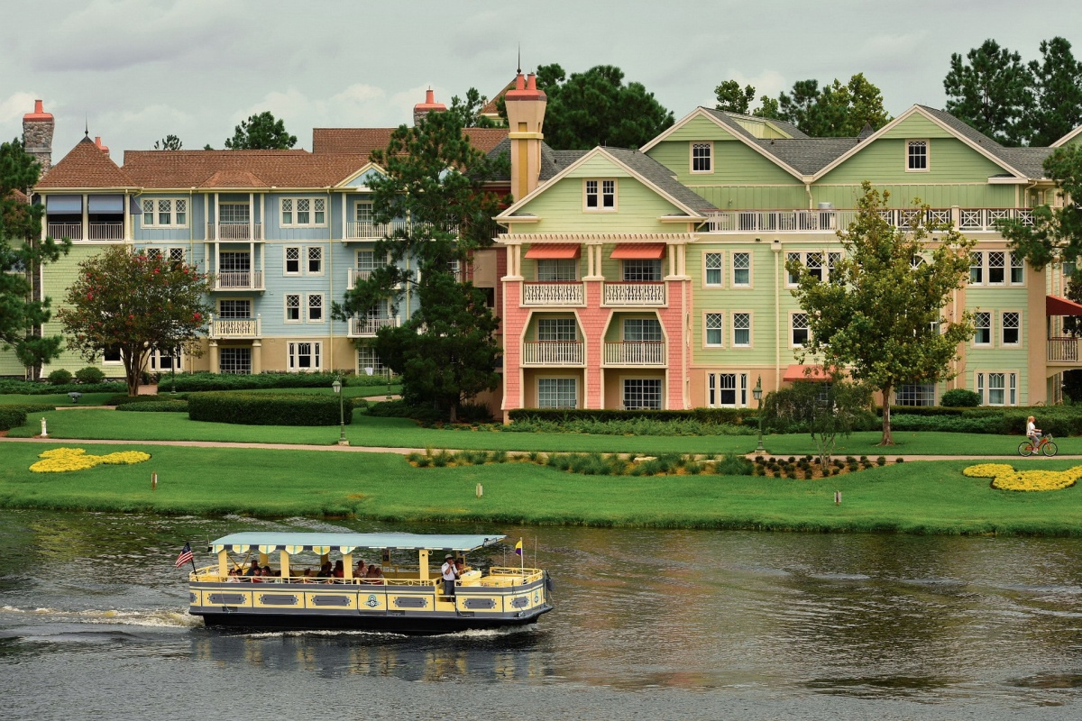 Choosing between disney hotels for vacation