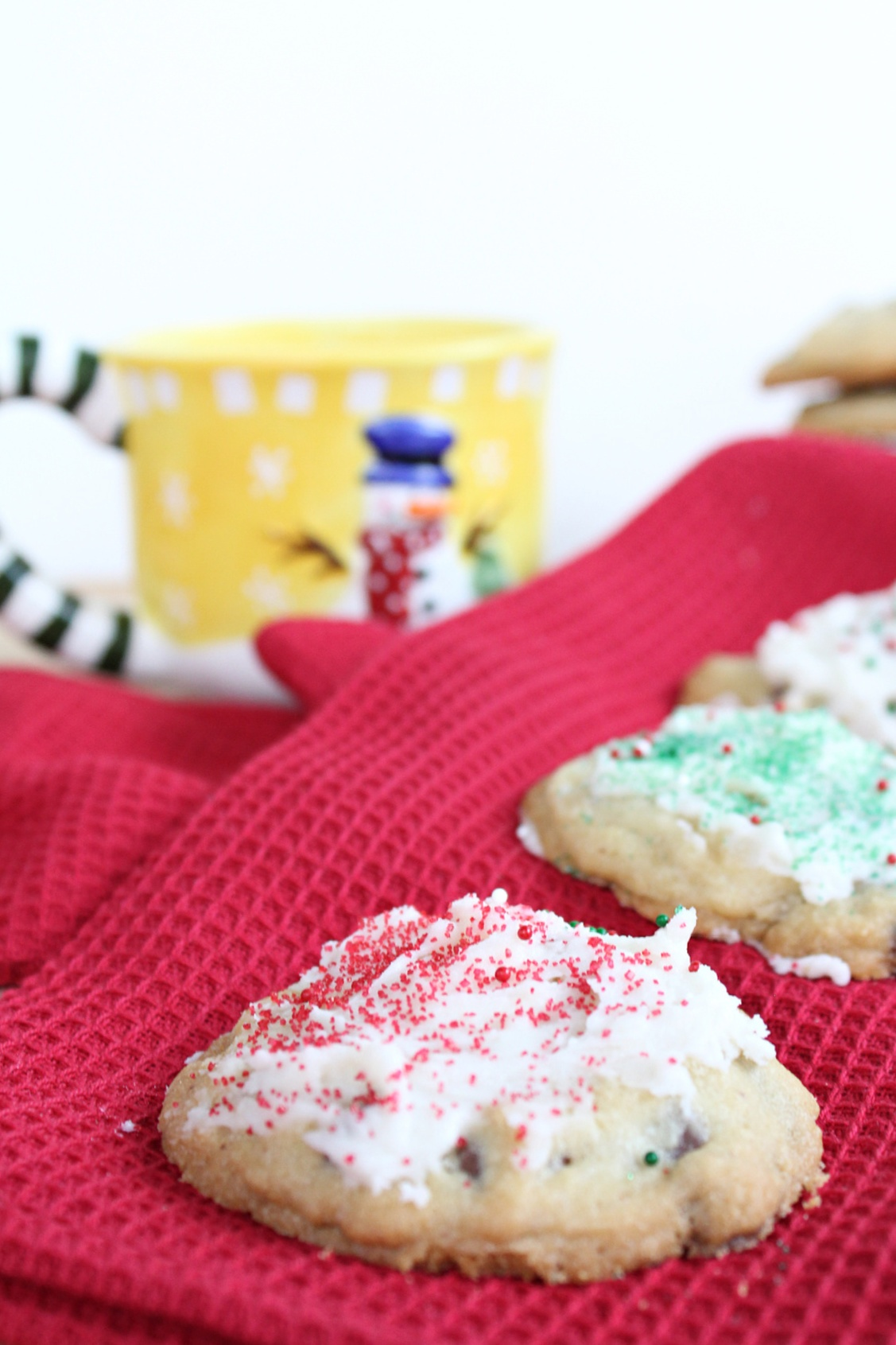 Easy Peppermint Chocolate Chip Cookies