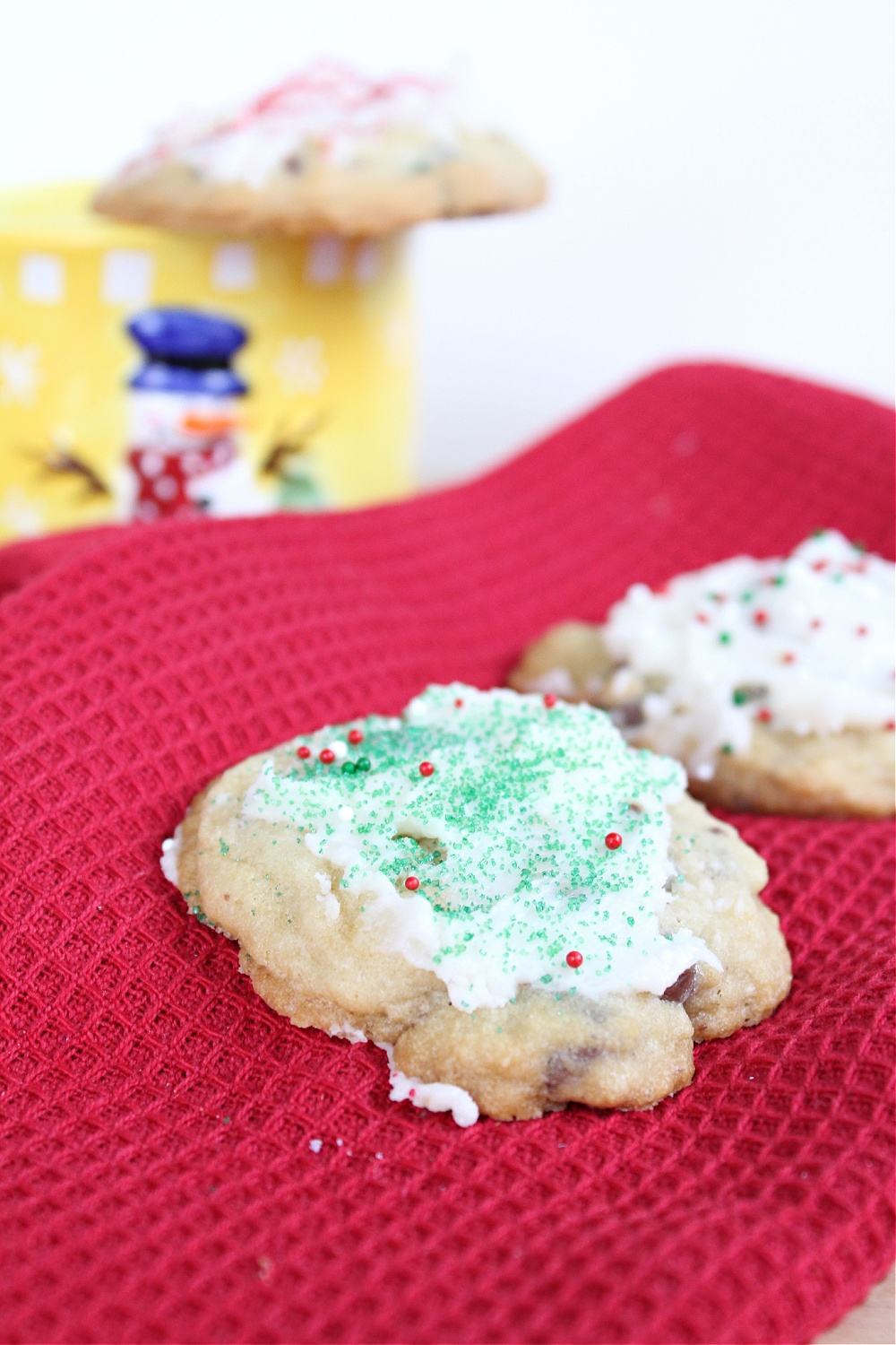 Tasty Peppermint Chocolate Chip Cookies with Frosting