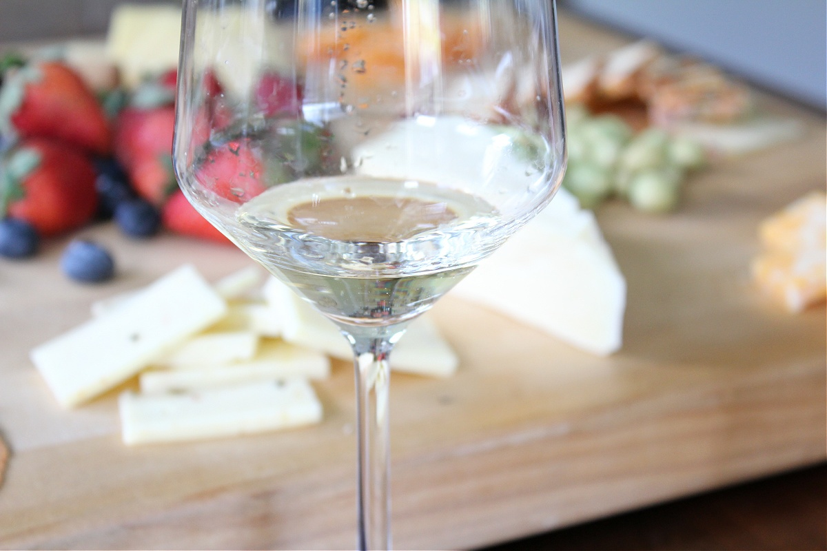 Tips For Hosting A Wine and Cheese Tasting