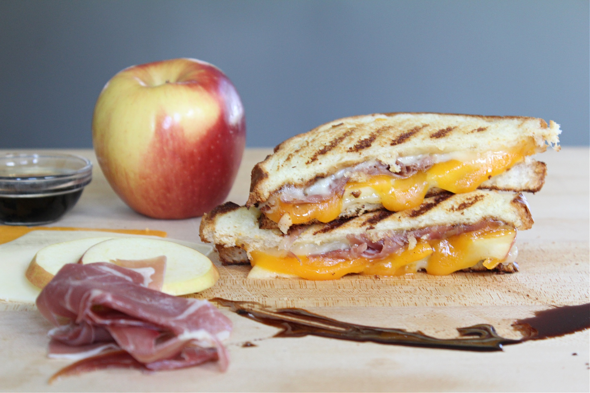 How to make a Prosciutto and Apple Grilled Cheese Sandwich