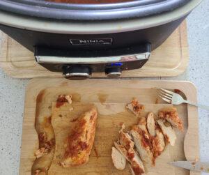 making slow cooker creamy chicken pasta