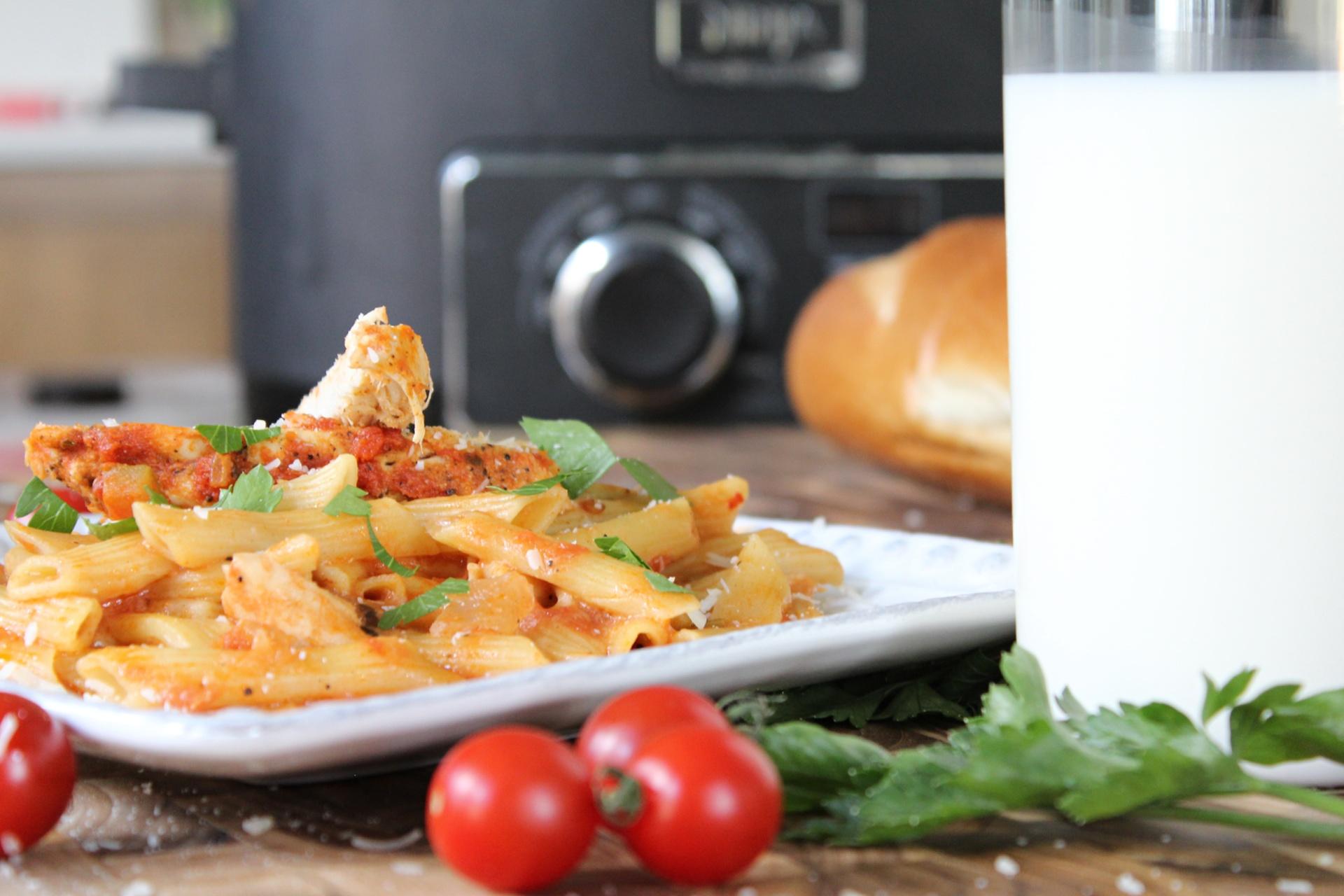 Easy Crockpot creamy chicken pasta