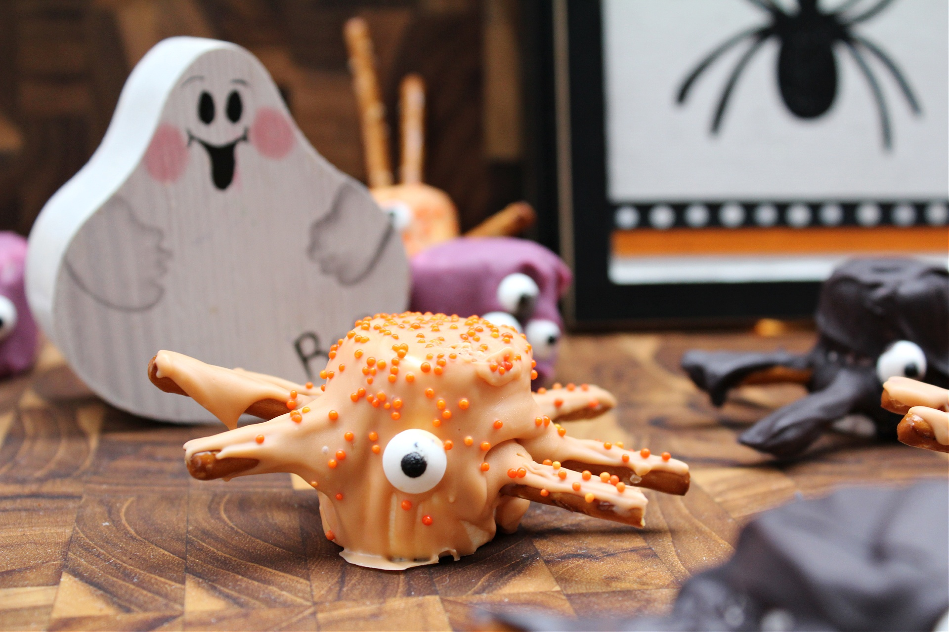 How to make Halloween Marshmallow Spiders