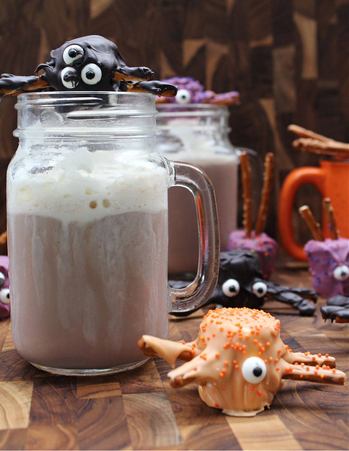 How to make Halloween Marshmallow Spiders with pretzel legs